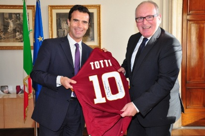 Gozi dona a Timmermans maglia AS Roma